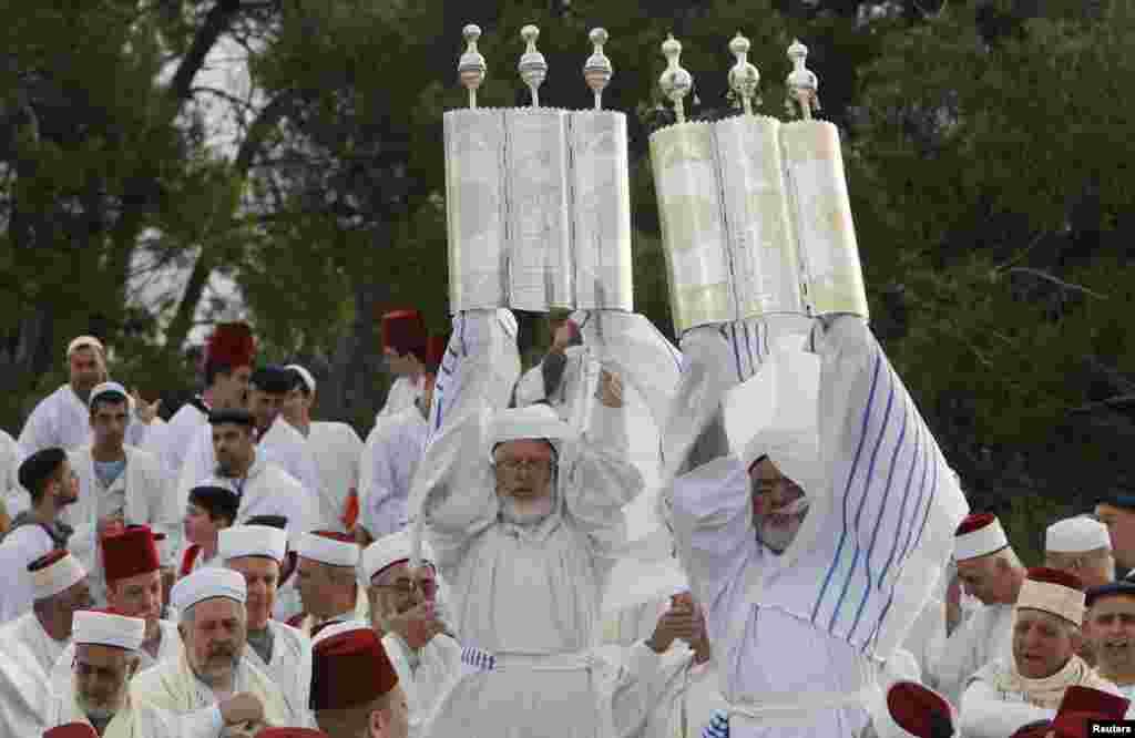 İordan Çayının Qərb Sahili - Nablus şəhərində yəhudilərr Sukkat bayramını qeyd edir