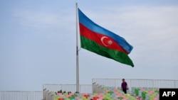 عکس تزئینی، پرچم آذربایجان در باکو