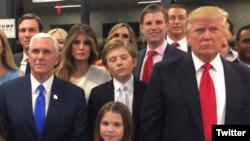 Keluarga Donald Trump saat menunggu hasil penghitungan akhir suara pemilih dalam Pilpres AS 2016 (Fot: dok).