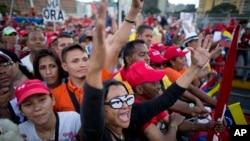 2015年12月3日委内瑞拉政府支持者在竞选集会结束时欢呼。