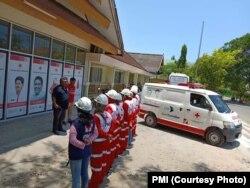 Delapan personel PMI Palopo, Sulawesi Selatan menuju Palu.