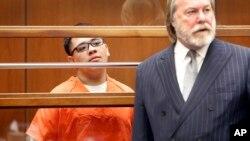 美国南加大中国留学生纪欣然命案被告奥乔亚(Alberto Ochoa)及其律师2015年在法庭上。