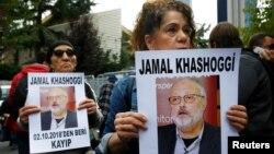 9일 터키 이스탄불 주재 사우디 영사관 앞에서 인권 활동가들이 실종된 자말 카쇼기 관련 진실 규명을 촉구하고 있다.