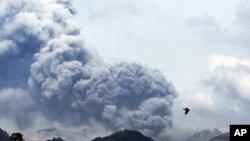 印尼的克盧德火山爆發,這是2月14日在東爪哇看到的情景