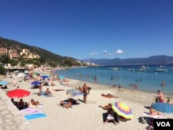 Beachgoers in Corsica. France's culture war is playing out on the country's beaches. (L. Ramirez/VOA)