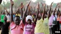 Djeca Juga vježbaju za sutrašnju ceremoniju u Jubi
