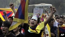 Exile Tibetans shout slogans against the Chinese government during a march in New Delhi, India, November 16, 2011.