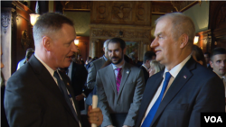 Predsedavajući srpskog kokusa u Kongresu Stiv Stajvers i ambasador Srbije u SAD Đerđ Matković
