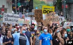 New York'ta geçtiğimiz ay okulların yeniden açılmasına karşı protestolar düzenlenmişti