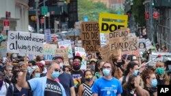 Biểu tình tại Thành phố New York chống tái mở cửa trường học không an toàn, ngày 3/8/2020.