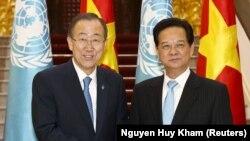 Tổng Thư ký LHQ Ban Ki-moon và Thủ tướng Nguyễn Tấn Dũng tại Văn phòng Chính phủ ở Hà Nội, 22/5/2015.