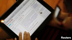 An internet user displays an entry on Quan Lam Bao, one of Vietnam's blog sites, at a cafe in Hanoi, October 9, 2012.