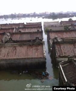 普寧洪水把房屋掩蓋(糖糖蔡立君微網誌)