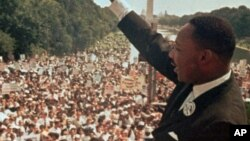 """Seperempat juta orang dari seluruh Amerika ikut menyaksikan secara langsung Dr. Martin Luther King (MLK) menyampaikan pidato """"I Have a Dream"""" di Washington 28 Agustus 1963 (foto: dok)."""
