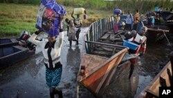 Dân Nam Sudan chạy lánh nạn