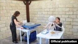 """""""Tullantıdan sənətə"""" sərgisi"""