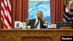 Tổng thống Obama nói với Tổng thống Pháp Francois Hollande rằng Mỹ đang xem xét lại hoạt động thu thập tình báo để bảo đảm sự cân bằng giữa an ninh và quyền riêng tư.