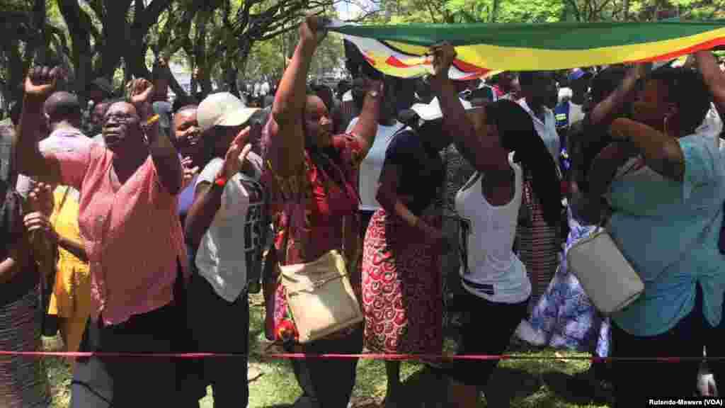 Jama'a Na Murnar Saukar Shugaba Robert Mugabe Daga Mulki, Nuwamba 21, 2017.