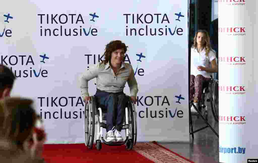 """نمایش مد مخصوص برای افرادی که از صندلی چرخدار استفاده میکنند در بلاروس. طراحی""""ایکاترینا تیکوتا"""""""