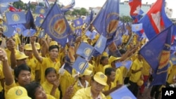Supporters royalist party Funcinpec hold their party flags and national flags during the last day of national election campaign in Phnom Penh, file photo.