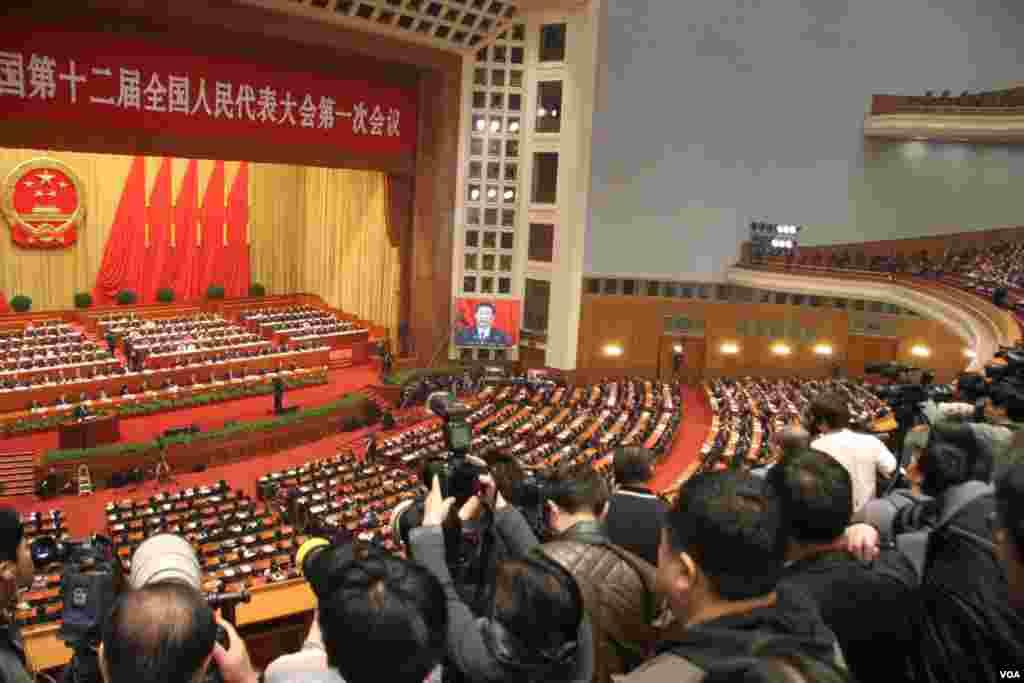 中国十二届人大一次会议在北京闭幕(美国之音东方拍摄)