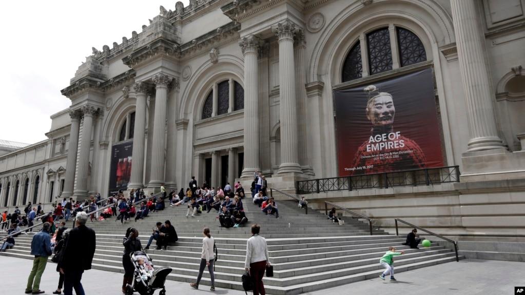 Metropolitan museum of art works to rebound from money woes