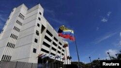نمایی از ساختمان دیوان عالی ونزوئلا که مورد حمله قرار گرفت.