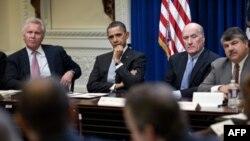 Tổng thống Barack Obama họp với các thành viên trong Hội đồng cố vấn của ông về Công ăn việc làm và Khả năng cạnh tranh, ngày 24 tháng 2, 2011.