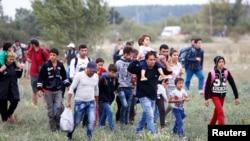 14일 헝가리에서 온 난민들이 오스트리아 국경 도시 닉켈스도르프에 도착했다.