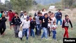 Hungary đã chặn cửa ngõ vượt biên chính của di dân từ Serbia, vài giờ trước khi áp dụng những luật mới cứng rắn hơn nhằm ngăn chặn dòng người tị nạn từ Trung Đông ồ ạt đổ vào nước này.