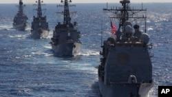 """美国导弹巡洋舰""""考本斯""""号 (资料照片)"""