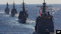 지난 2010년 미 해군과 일본 해상자위대 함정들이 태평양 해상에서 연합훈련을 실시했다. (자료사진)