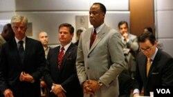De ser encontrado culpable, Murray podría encarar hasta 4 años de prisión y la suspensión de su licencia médica.