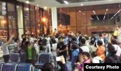中国游客滞留在曼谷机场 (网络图片)