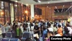 中國遊客滯留在曼谷機場 網絡圖片)