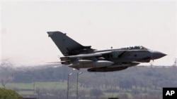 英国在意大利起飞前往利比亚的战机