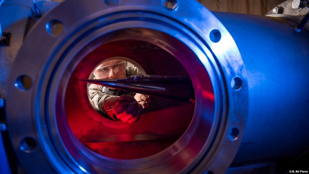美国空军人员研制高超音速武器(美国空军2019年1月31日)(photo:VOA)
