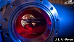 美國空軍人員研製高超音速武器(美國空軍2019年1月31日)