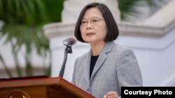 台湾总统蔡英文2020年4月1日在记者会上发表讲话(台湾总统府提供)