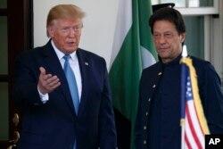 임란 탄 파키스탄 총리가 22일 백악관을 방문하고 도널드 트럼프 미국 대통령과 회담했다.