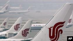 中国国际航空公司的飞机停在中国的首都机场
