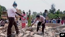 Đền thờ bị đổ sập sau đám cháy lớn tại Thiruvananthapuram, bang Kerala ở miền nam Ấn Độ, ngày 10/4/2016.