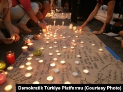 A vigil for victims of Tuesday's attack in Istanbul was held in New York, June 30, 2016.