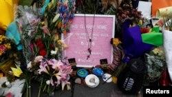 Hommage devant la mosquée Al Noor où plus de 40 personnes ont été tuées par un suprématiste blanc le 15 mars à Christchurch, en Nouvelle-Zélande. Photo prise le 27 mars 2019.
