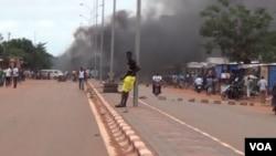 Burkina Faso, Ouagadou, Wemtenga en feu,19 septembre 2015 (VOA / Issa Napon)