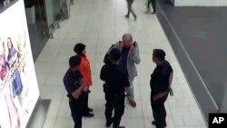 Kim Jong Namရဲ႕ ေနာက္ဆံုး CCTV မွတ္တမ္း ရုပ္ပံု