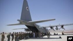 C-130运输机在阿富汗美军基地