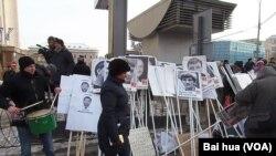 莫斯科反政府游行中被关押等待判决的政治犯头像(美国之音白桦拍摄)