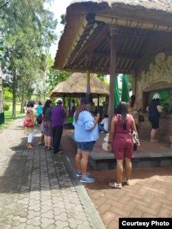 Jumlah wisatawan menurun drastis di obyek wisata Taman Ayun, Mengwi, Bali. (courtesy: Dewa Made Regawa)