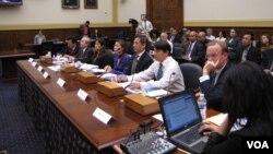 Các nhà hoạt động vì nhân quyền Việt Nam có mặt tại cuộc điều trần của Ủy ban đối ngoại Hạ Viện Hoa Kỳ, ngày 11/4/2013.